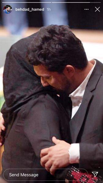 بوسه حامد بهداد بر شانه مادرش + عکس