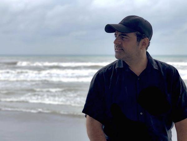رضا مولایی در کنار دریایی زیبا + عکس