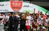 وزیر ورزش جام قهرمانی را به پرسپولیسیها اهدا کرد