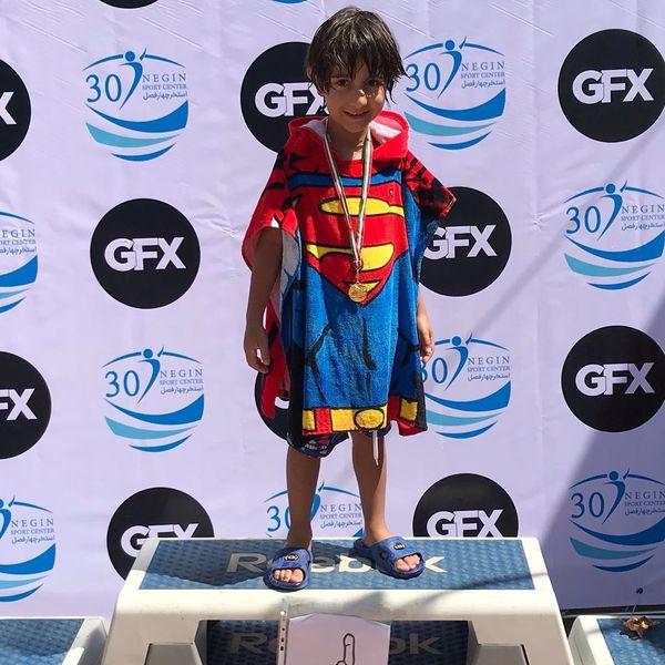 پسر سوپرمن برزو ارجمند بر سکو قهرمانی!+عکس
