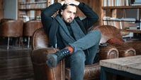 مهرداد صدیقیان در کتابخانه ای لاکچری + عکس