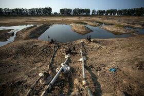 آب بندان لپو منطقه زاغمرز بهشهر به علت کمبود آب و همچنین برداشت بیش از حد کشاورزان اطراف آب بندان در حال خشک شدن است.