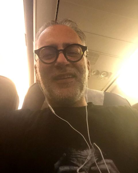 عکس آقای بازیگر در هواپیما به مقصد خرمشهر