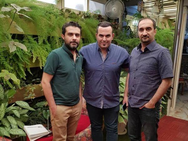 نیما کرمی در کنار بازیگر سریال گاندو+عکس