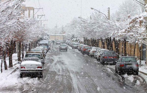بارش برف در گردنههای چهارمحال و بختیاری