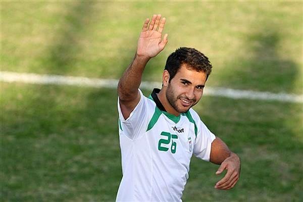 نوشته فارسی روی لباس یک تیم آمریکایی / عکس