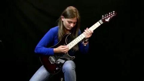 نوازنده ی کوچکی که رامبد جوان را شگفت زده میکند!+عکس